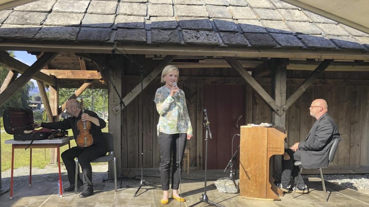 Nils Økland og Sigbjørn Apeland framførde Ole Bull sin musikk på ein både kjenslevar og kraftfull måte. Mari Lyssand batt det heile eminent saman ved å fortelja historia om geniet og eventyraren Ole Bull.