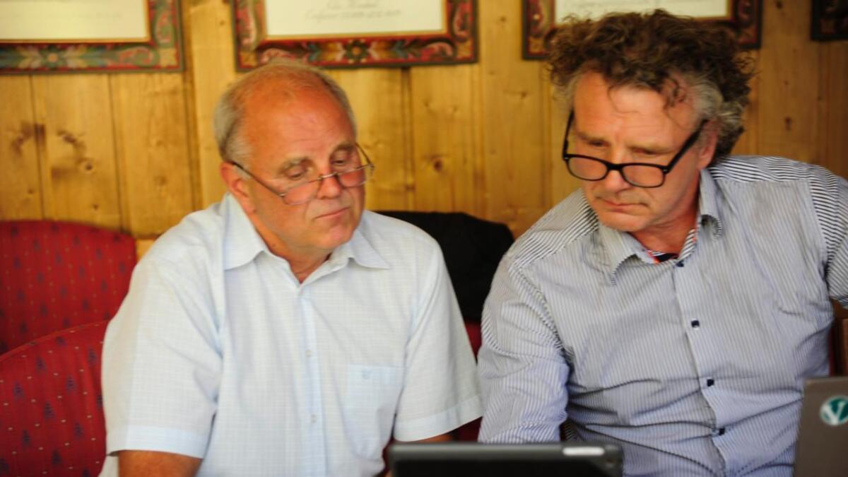 Ordførar Oddvar Grøthe (Sp) og Steinar Bleken (V) er samde om å gi Hemsedal idrettslag økonomisk garanti i brusaka.