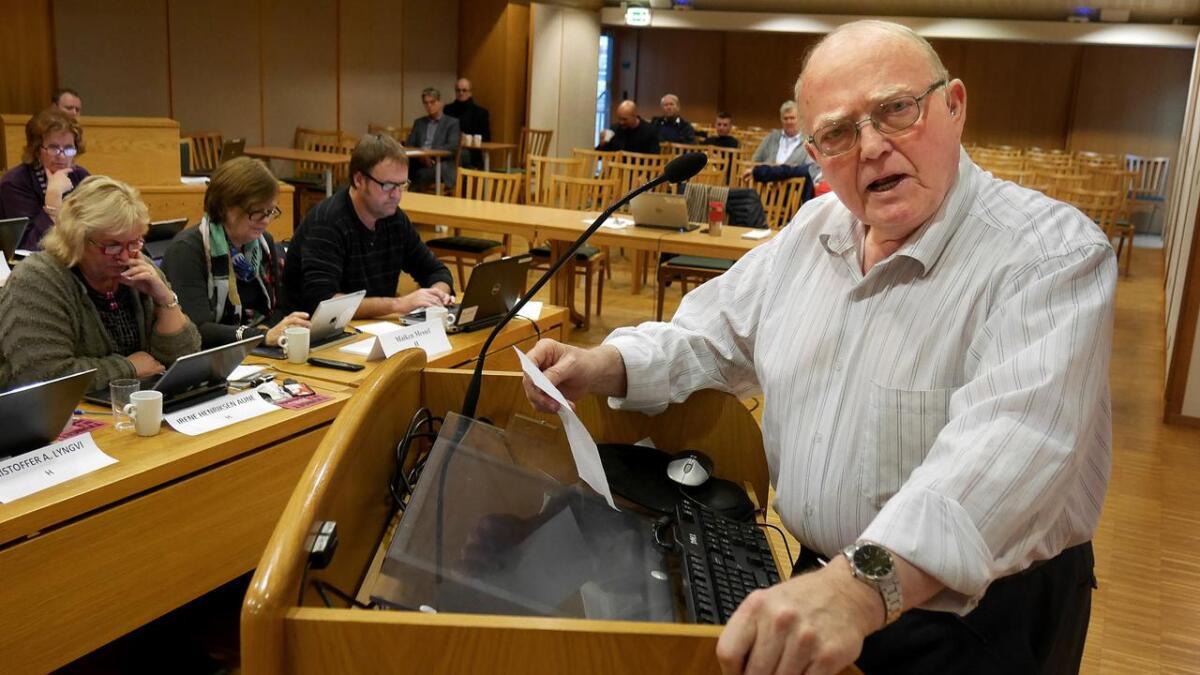 John Tellmann Tjuslia, her på Arendal bystyres talerstol på et tidligere bilde.