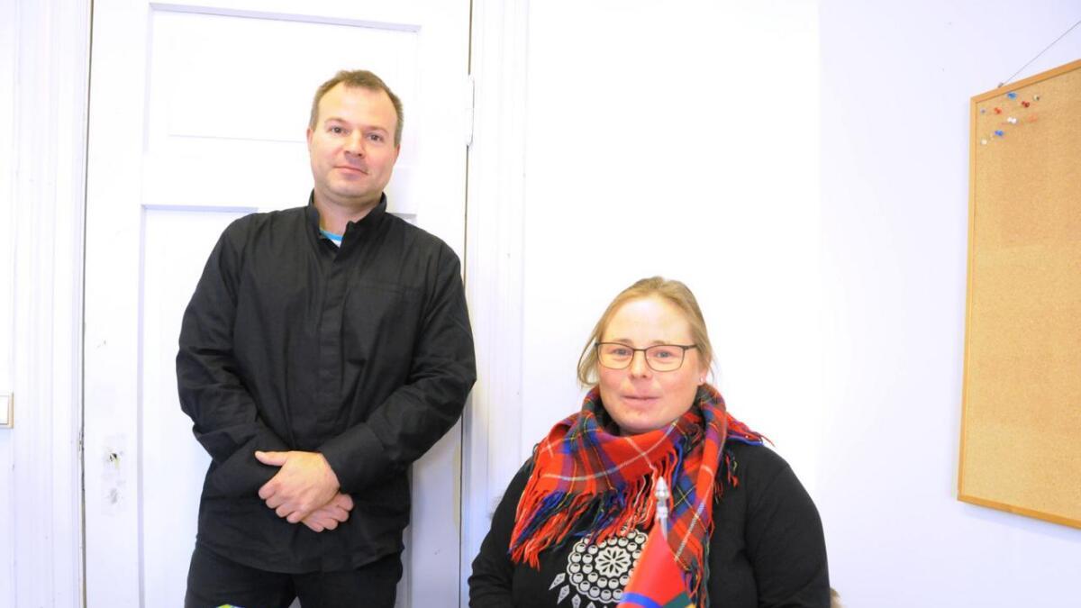 Sekretær i Vesterålen og omegn sameforening Håvard Nija Lynghjem og nyansatt ved prosjektkontoret på Sortland, Silja Marie Eira Fallås.