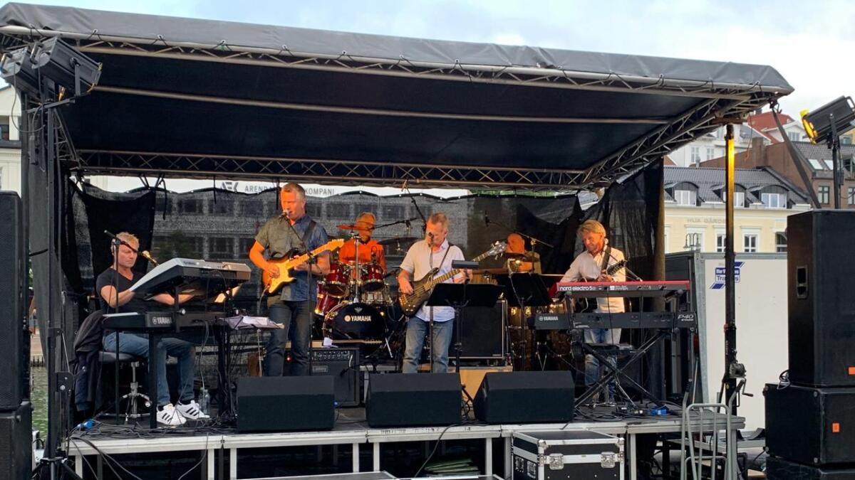 Fatal med tilnærmet originalbesetningen spilte opp på Poppes Plass fredag kveld.