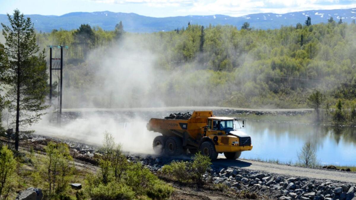 Anleggsmaskinene gjer eit midlertidig comeback ved Tisleidammen dei neste vekene. Dei skal rydde opp i steindeponiet etter ombygginga (2013–2015) og transportere steinmasse ut av området.