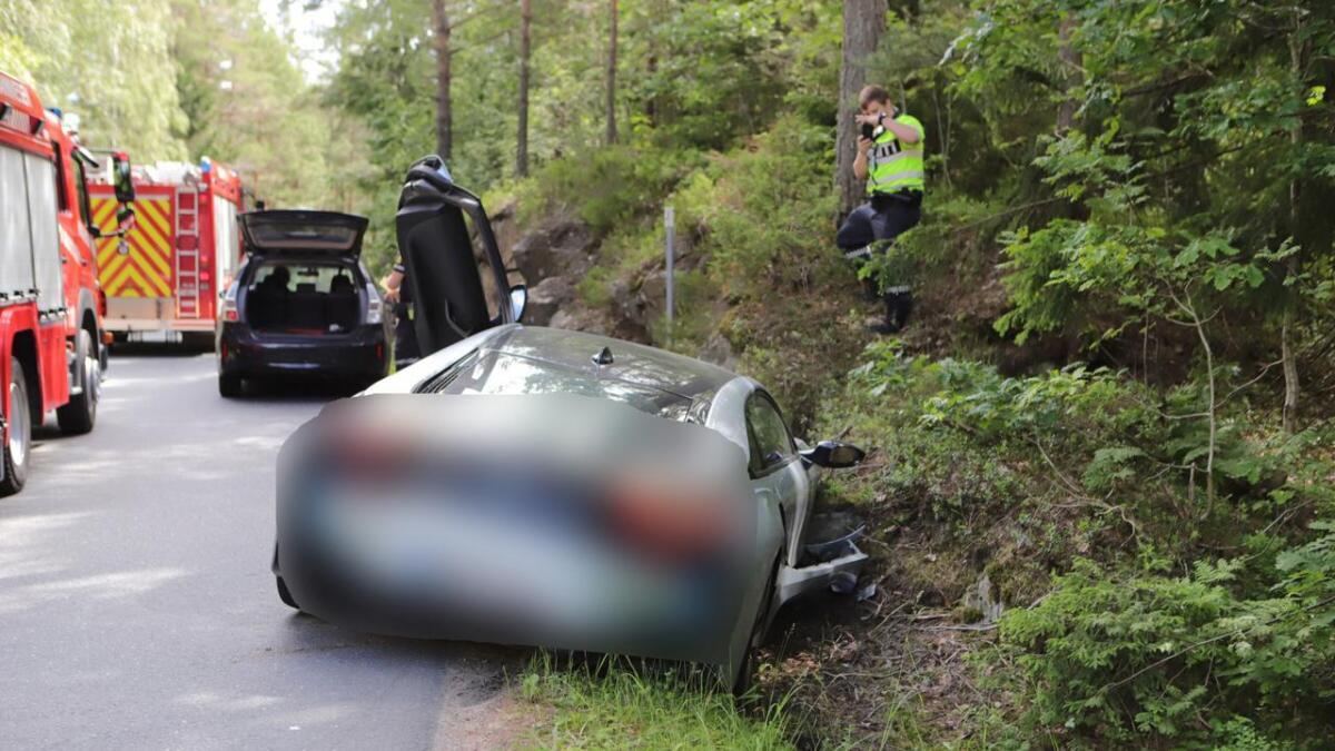 Det var ikke høy fart inne i bildet da bilen kjørte ut, opplyser politiet.