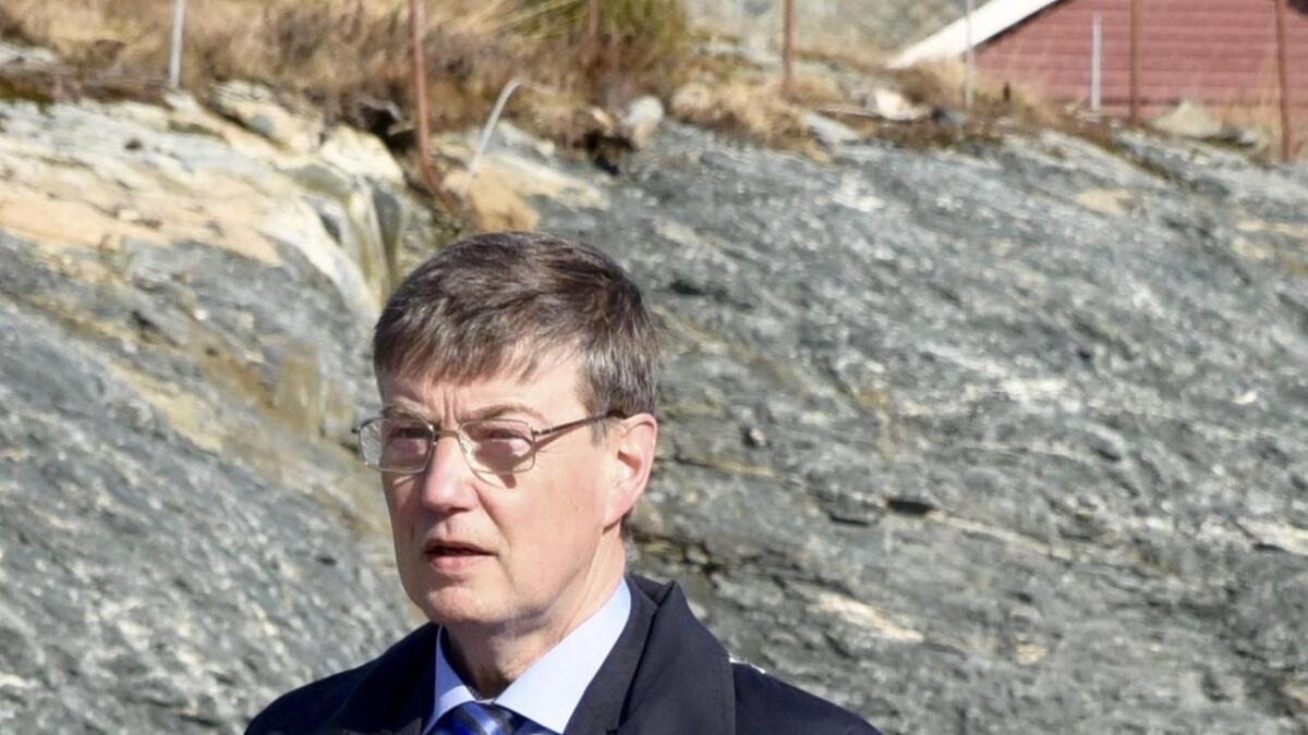 Avtroppande ordførar Odd Harald Hovland ser ikkje med blide auge på regjeringspartia sine kutt i statasbudsjettforslaget retta mot kyst- og hamneføremål.