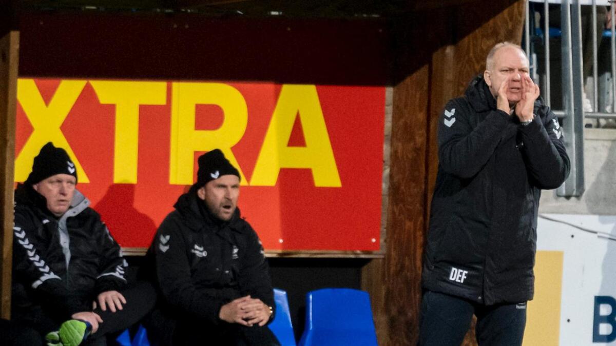 Dag-Eilev Fagermo sier at han ikke har sett ett et Odd-lag med så mange duellsvake spillere. Til venstre er assistenttrener Jan Frode Nornes.