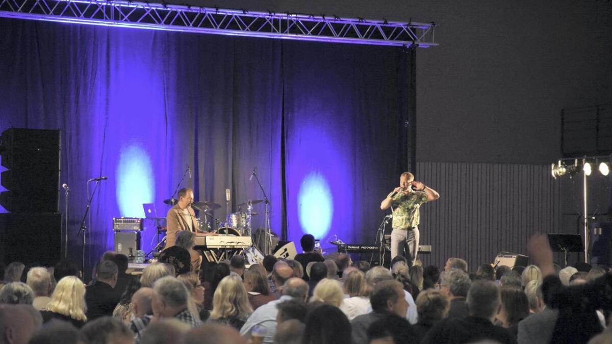 Heine Totland og Gisle Børge Styve fekk publikum med på allsong