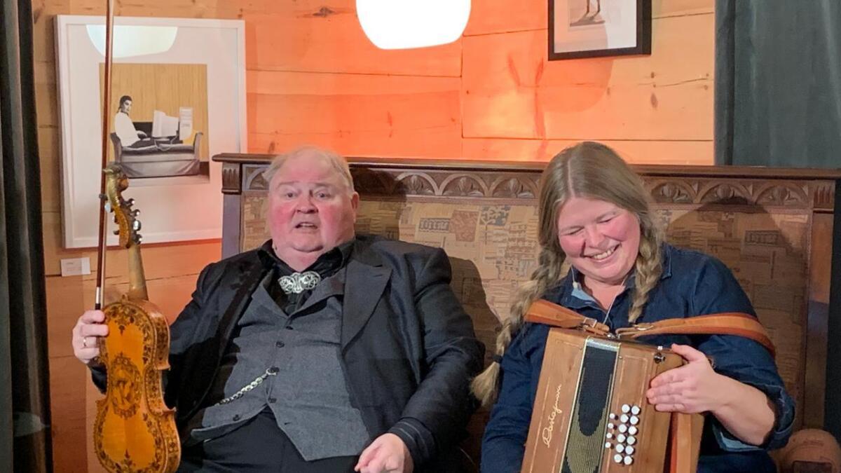 Rannveig Djønne og Knut Buen spelte og fortalte på Soloscena.