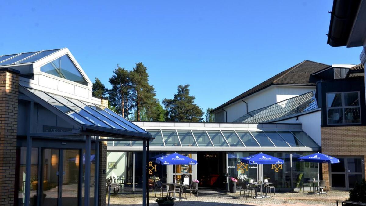 Direktesending fra debattmøtet starter kl 1900. Debattmøtet arrangeres i Kulturkafeen på Årnes.