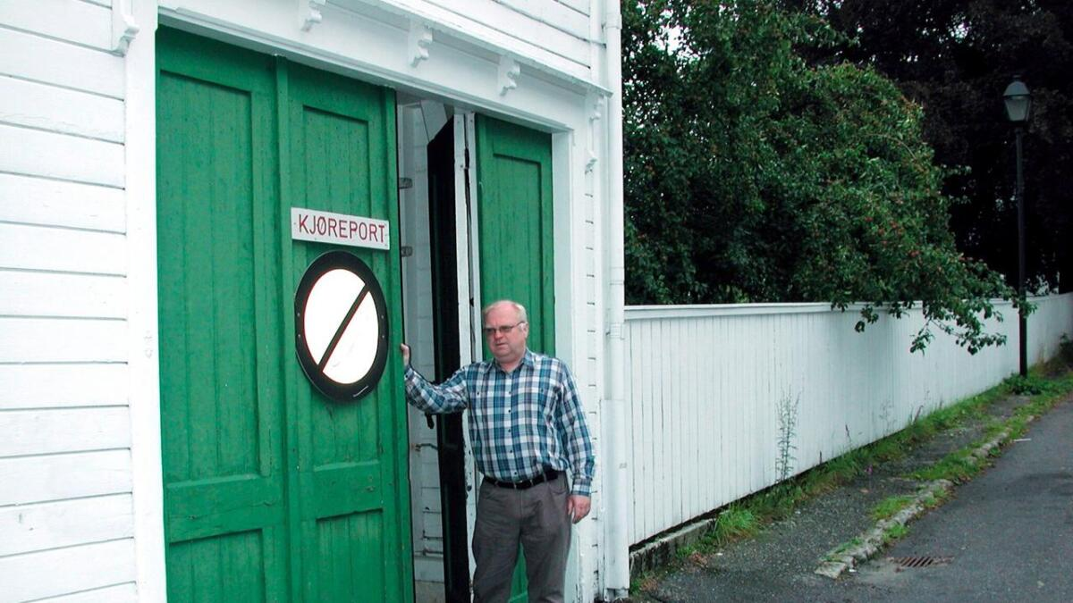 Kurt Stangeby lytter forgjeves etter lyden av bekken gjennom porten...
