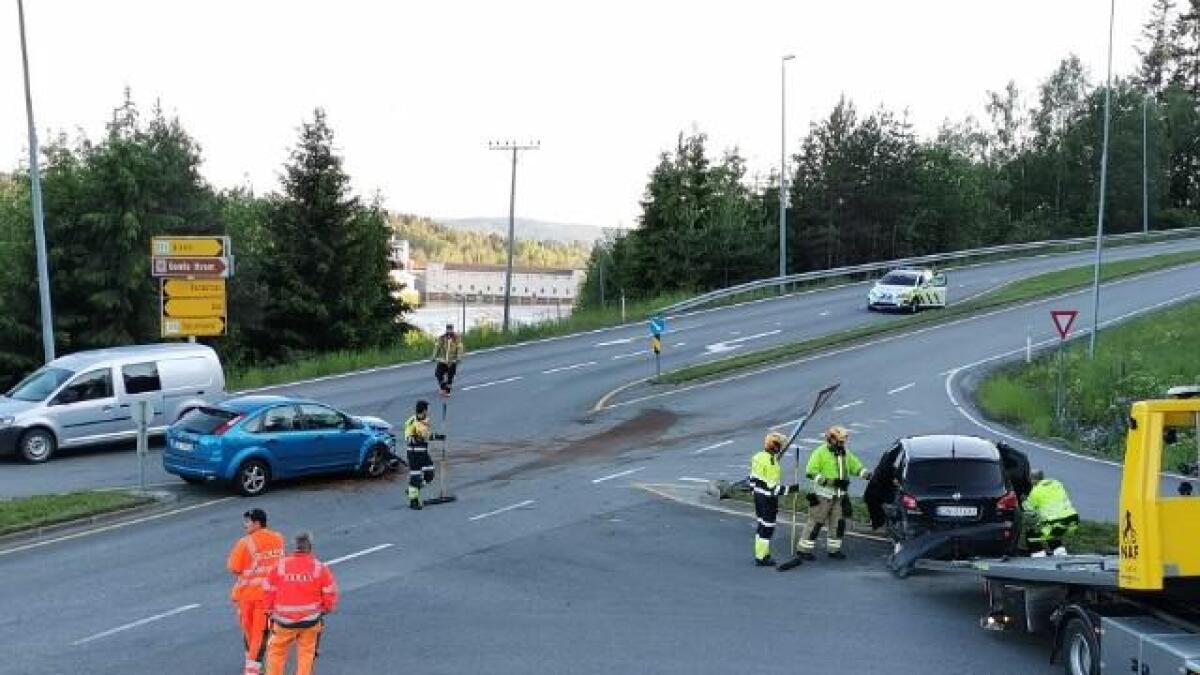 To biler var innvolvert i ulykken ved Rånåsfossbrua mandag ettermiddag.