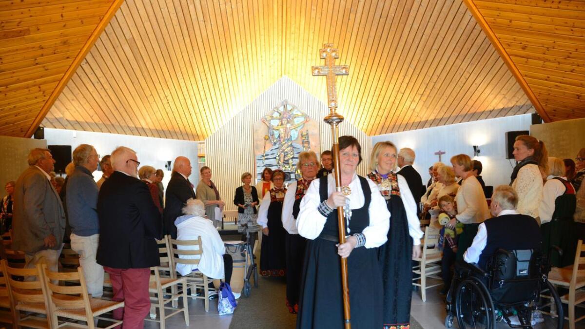 Mange hadde teke turen til gudstenesta sundag.