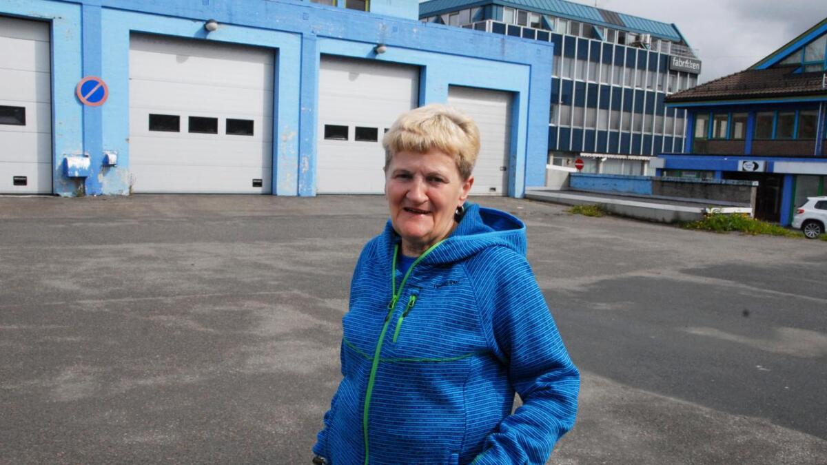 Turid Abelsen i Norsk bobil- og caravanklubb avdeling Sortland ønsker caravangjester velkommen under helgas sykkelritt. (Arkivfoto)