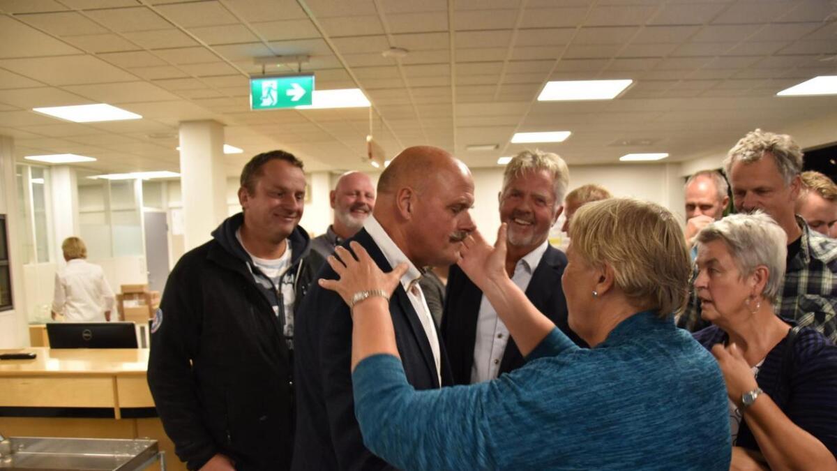 For Nils Olav Larsen ble det et emosjonelt øyeblikk da valgresultet ble klart.
