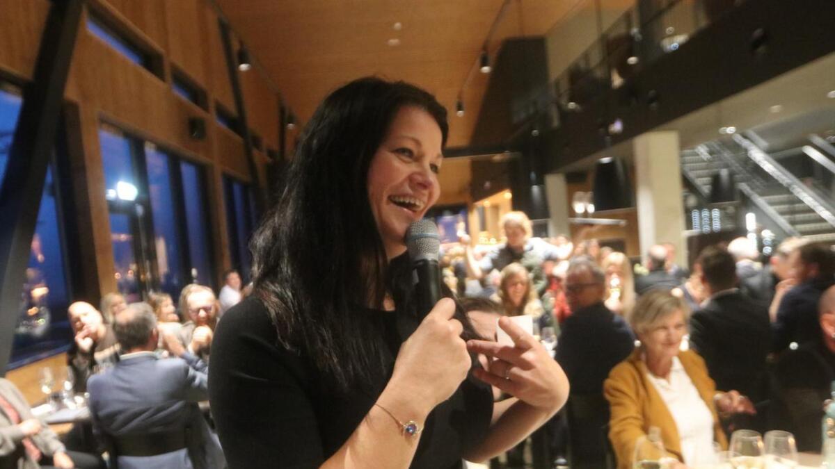 I 12 år Merete Bø vore vinspaltist i Dagens Næringliv. - Det er stort å koma heim til Hangurstoppen restaurant å få snakka om riesling, seier ho.
