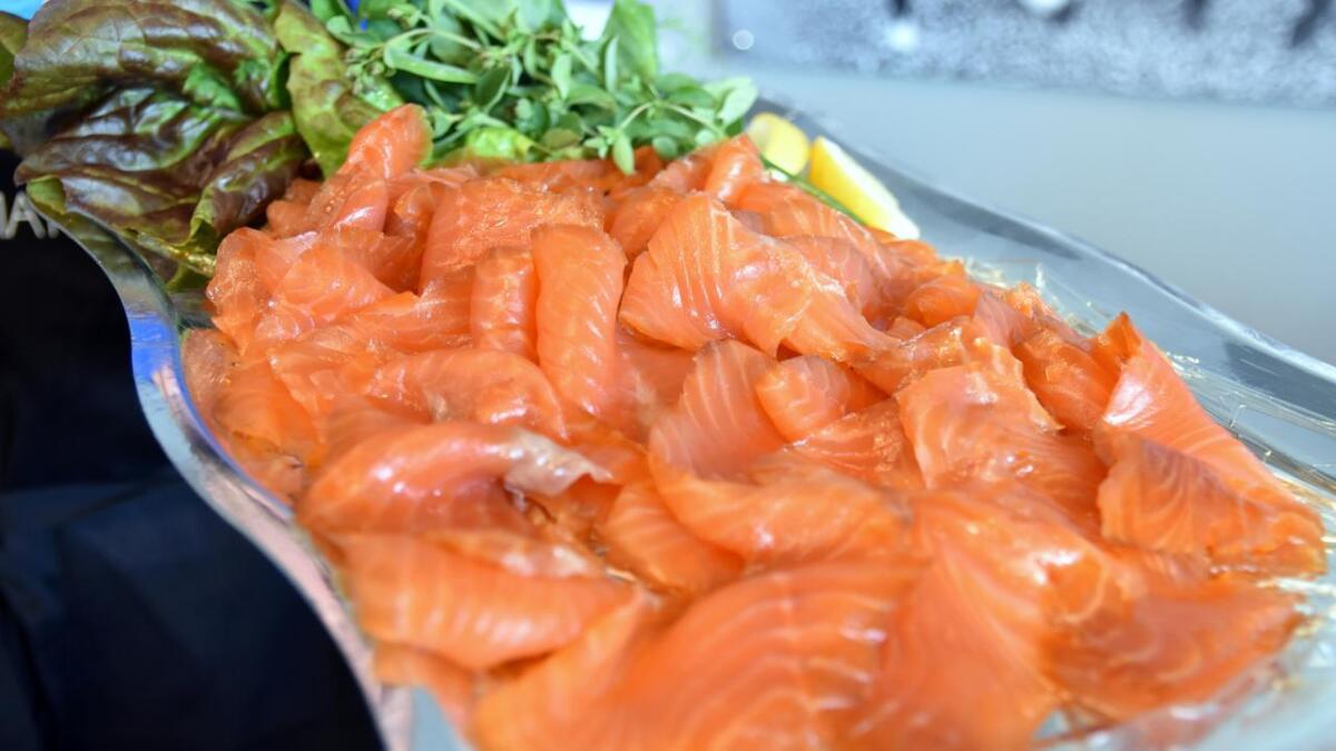 Her er røykelaks på Vesterålen matfestival. Men den er etterspurt som aldri før, verden rundt.