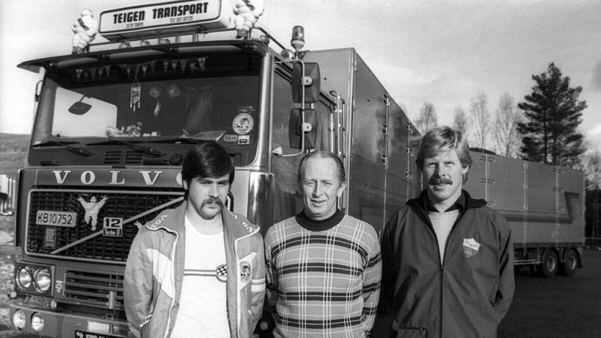 Frå venstre Rolf Vestenfor, bileigar Sigmund Teigen og Terje Teigen.