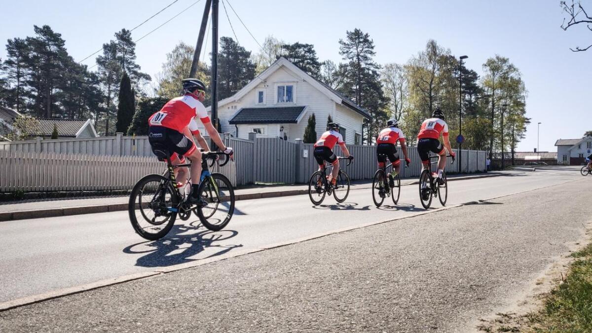 Etter ett års pause er sykkelrittet Bånn Gass tilbake på Fevik. Over 300 syklister er i dag ute på veiene i årets utgave.