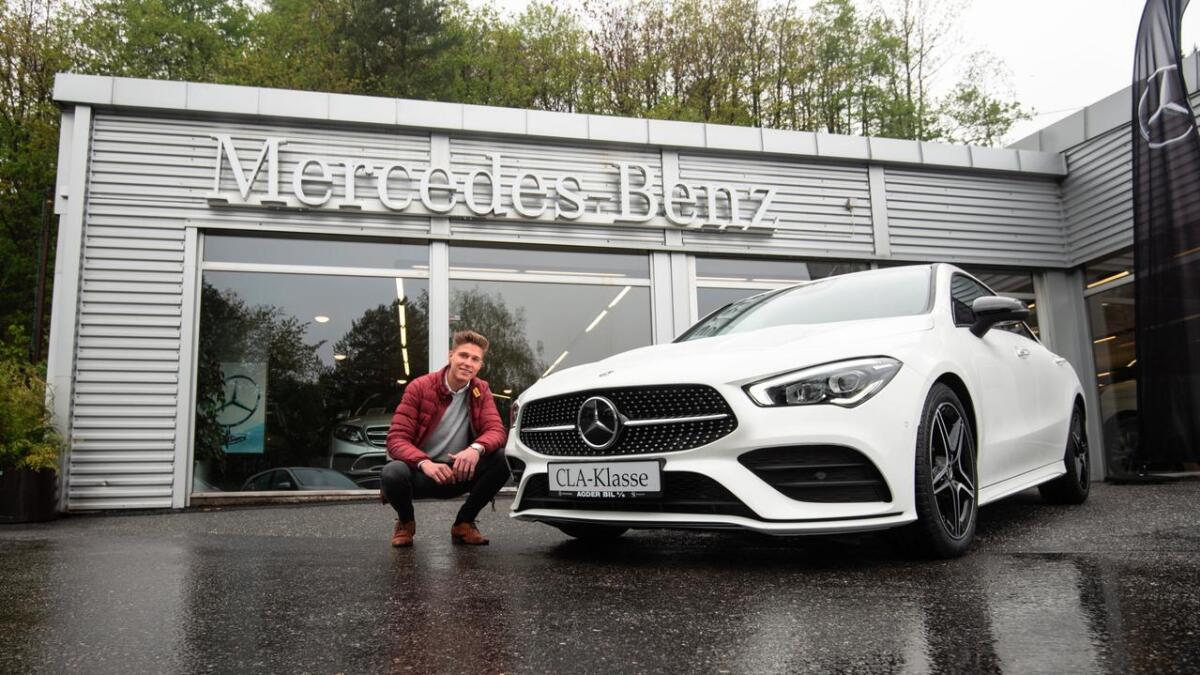 Henrik Mørck hos Agder Bil liker godt den nye CLA Coupé som er på plass i butikken.