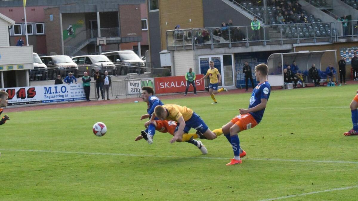 Stor sjanse ltil Ole Marius Håbestad like før slutt. Men headingen gikk utenfor. Jerv var best mot serieleder Aalesund i 0-0-kampen på Levermyr søndag.