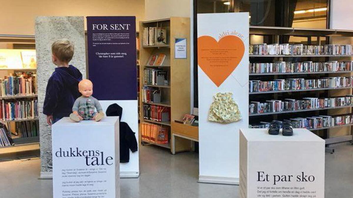 «Hvis klær kunne fortelle» viser klær og leker til barn utsatt for vold og overgrep. Utstillingen kommer til Vennesla Kulturhus i midten av september.