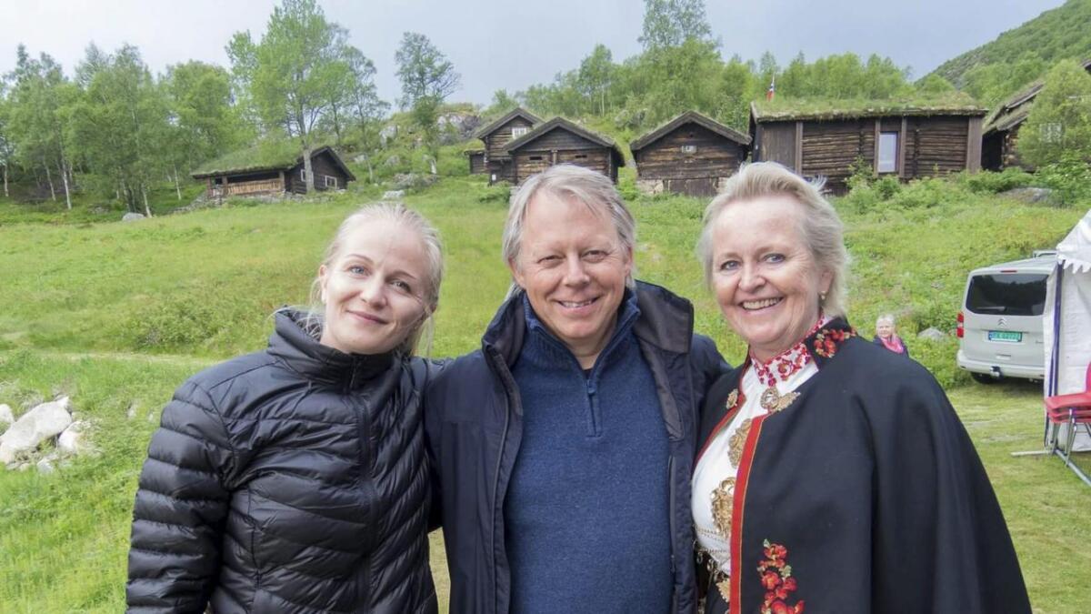 Liv Bente Tvenge og datteren Jannike gleder seg til å ta mot Ole Edvard Antonsen til konsert 15. juni. Begge