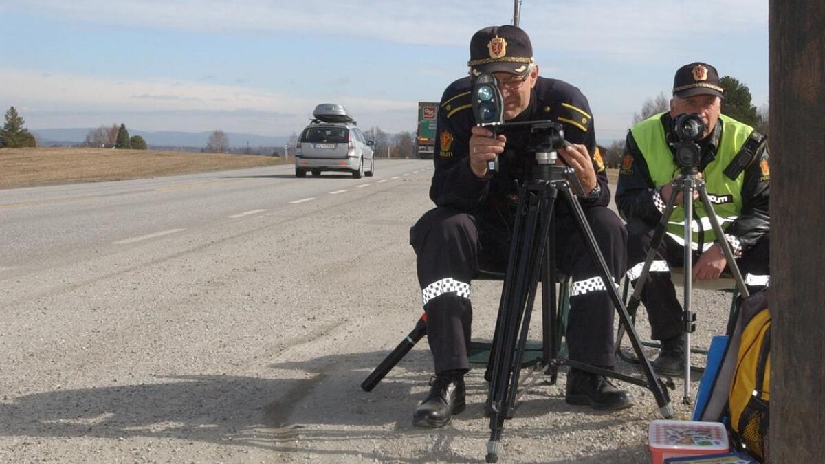 En mann i 20-årene mistet førerkortet i en fartskontroll på Hvamsvegen.