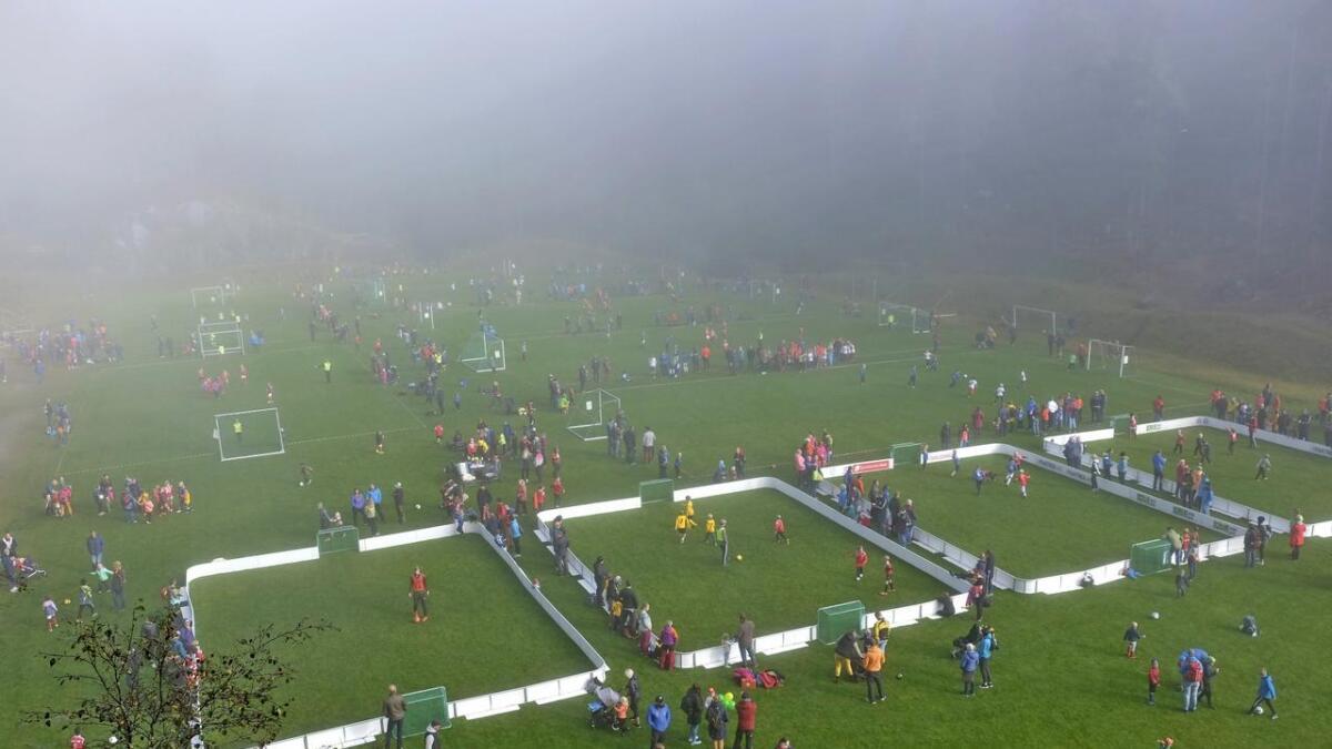 Morgondisen måtte gje tapt for strålande sol då Bulken IL arrangerte Eideshagen cup for 30. gong.