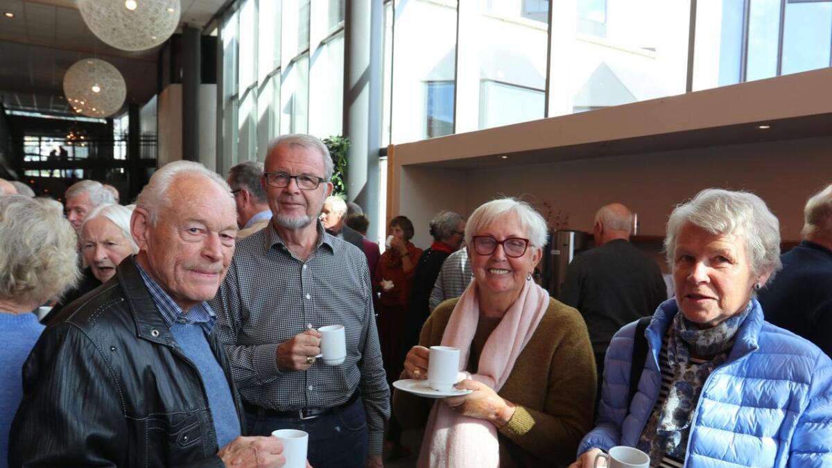 Eli Bergstrøm (t.h.), Gerd Mandelid, Sverre Johan Kvistad og Asle Bergstrøm tykte Stanghelle sin analyse var både tydeleg, underfundig og folkeleg.