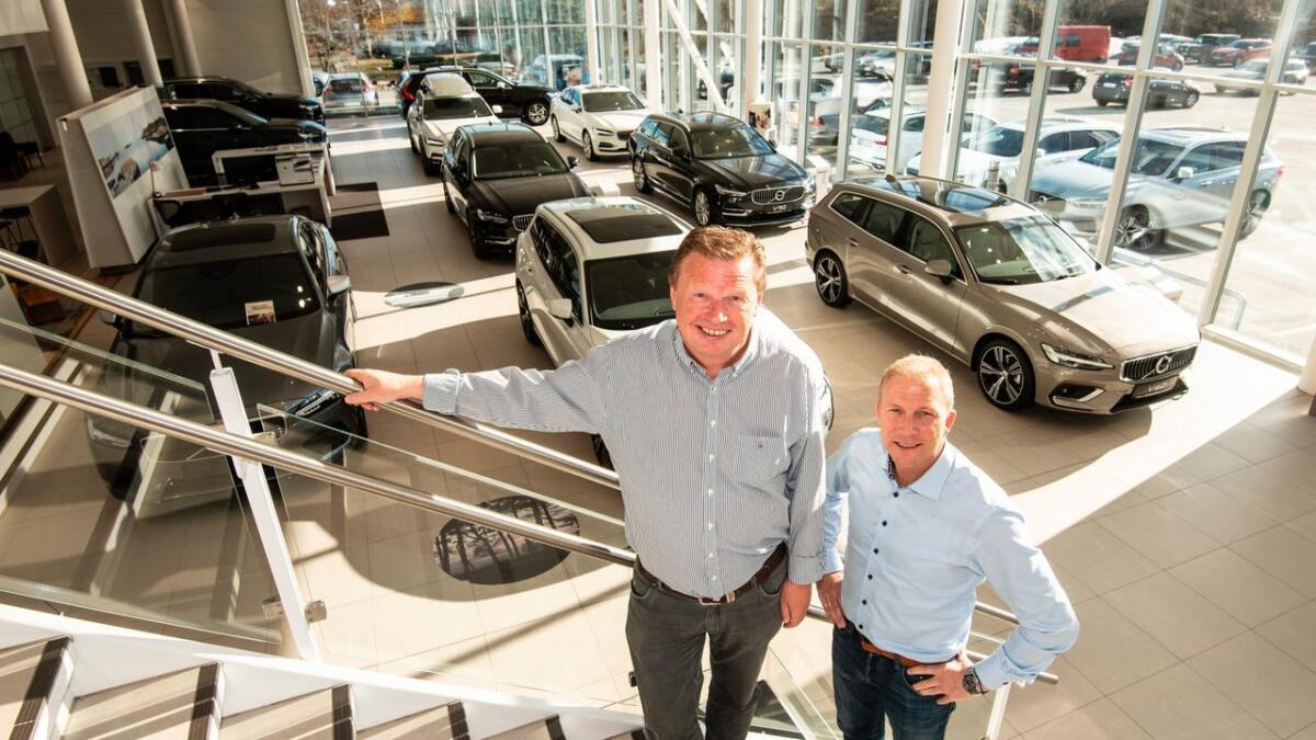 Ove Hagen er daglig leder hos JM Auto, mens Brede Bomhoff er Volvo-sjef hos Autostrada. De skal sørge for enda mer energi i lokalene på Stoa.