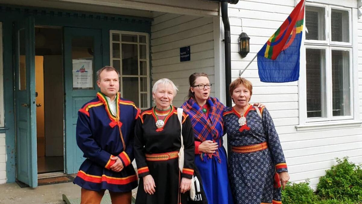 Fra venstre Håvard Nija Lynghjem (VOSF), Kjersti Myrnes Balto, daglig leder for Várdobáiki Samisk Senter, Tina Aslaksen, leder for VOSF og Ann-Mari Thomassen, Várdobáiki.