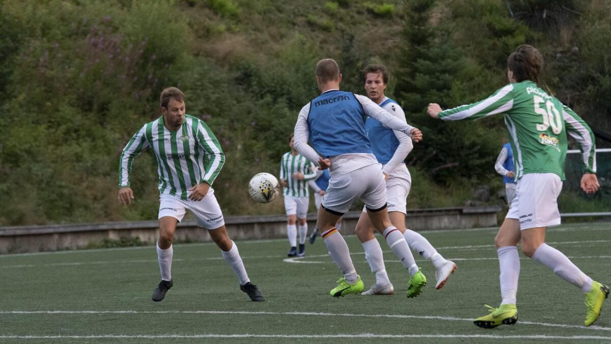 Dani Bergstø og kompisane på Søfteland A-lag føler dei ikkje har anlegg eller ressursar til å spela i 4. divisjon.
