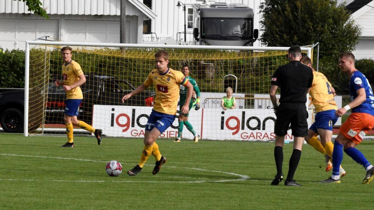 Jerv-kaptein Mathias Wichmann var tilbake på laget etter karantene for gule kort sist. Men oppgjøret borte mot Aalesund endte med en stygg 0-4 smell. Her fra 0-0-kampen på Levermyr i mai.