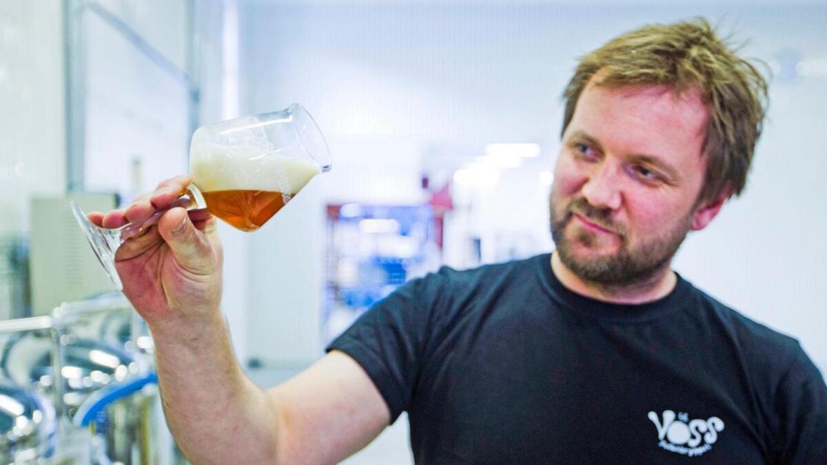 Rune Midtun trivst svært godt med å bryggja øl. Likevel har han sagt opp jobben i Voss Felles- bryggeri.