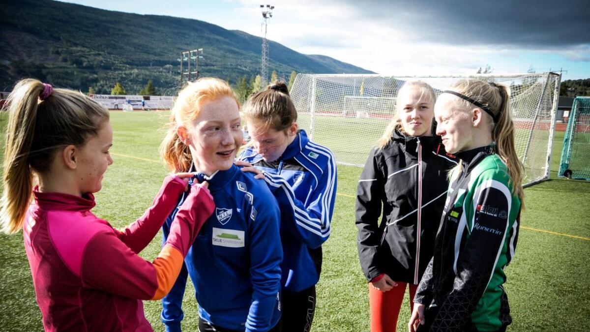 Celine Sivertsen, Maren Rolland Johansen, Ingrid Tørrisplass, Sandra Huløen Teigen og Marit Nordhagen hadde mykje moro på Hallingmo.