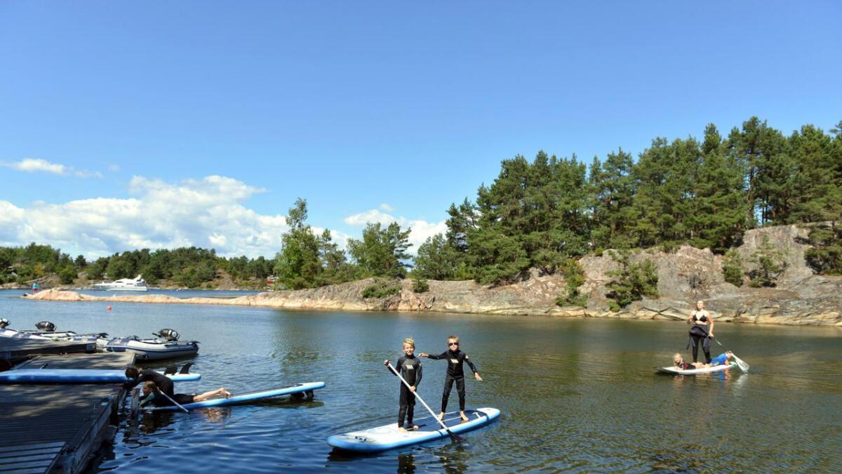 Standup-padling er en populær aktivitet blant barna.