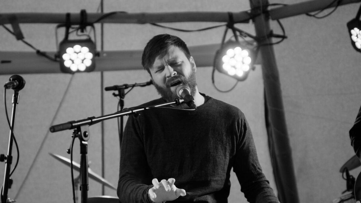 Oddvar Myro håpar å gjera musikken til levebrød. Her frå Sundreball 2018.